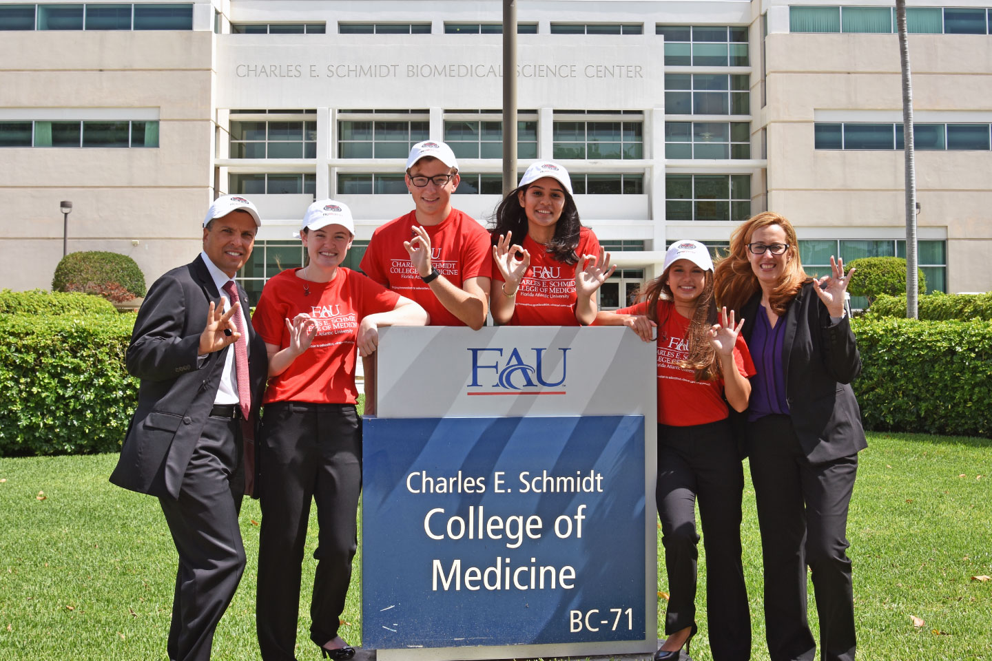 The first-of-its-kind pipeline program to be launched in the United States, M.D. Direct places high school students from FAU High School directly in-line for medical school at FAU, jumpstarting their careers as young, aspiring physicians-to-be.